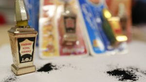 Australia eyeliner warning over lead-poisoned children
