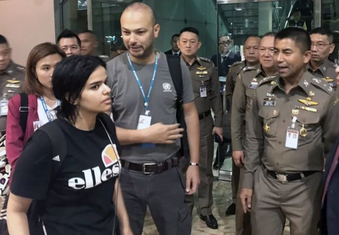 Rahaf al-Qunun: Saudi teen granted asylum in Canada
